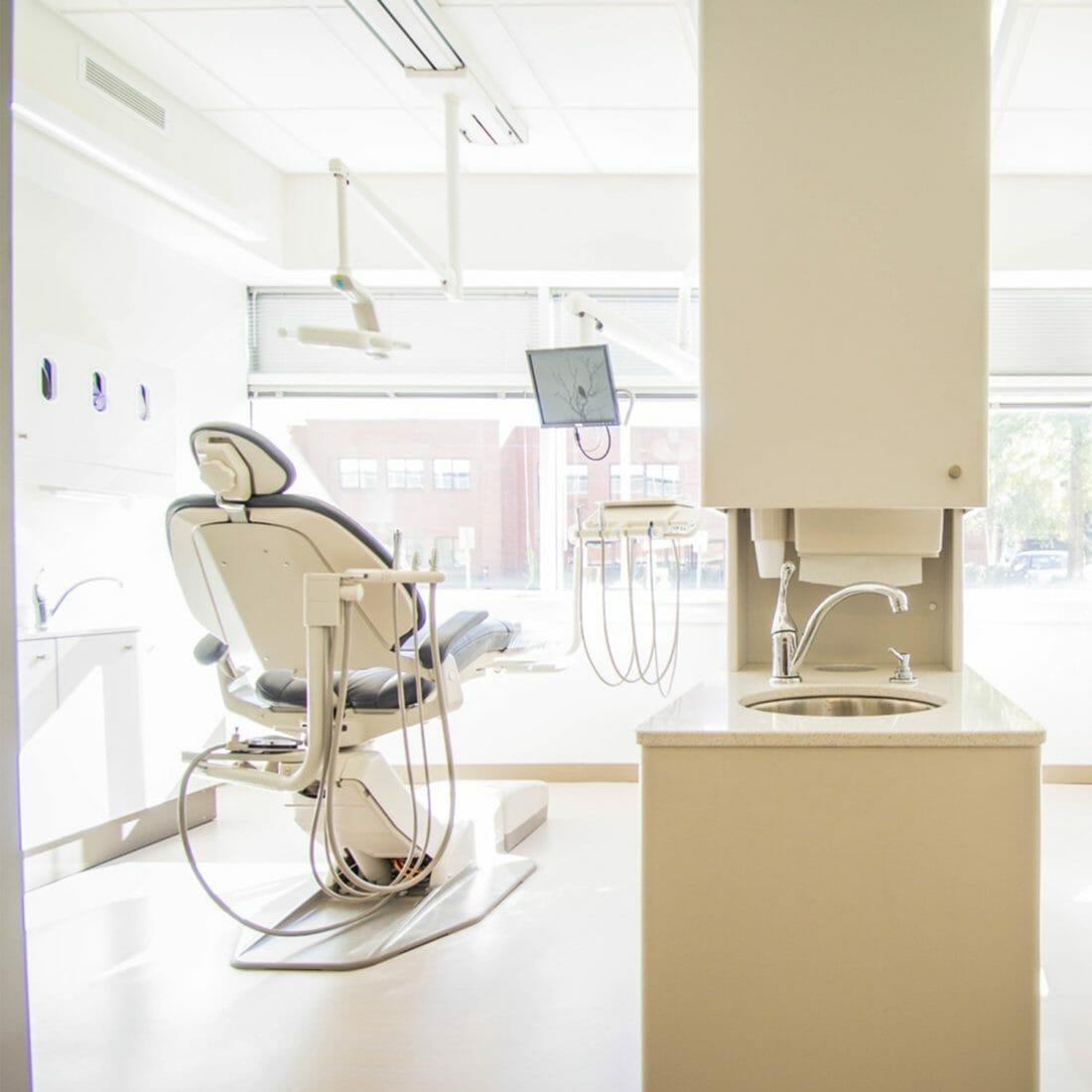 Behandlungszimmer Zahnarzt